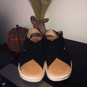 🔆DV Sandals • practically brand new!
